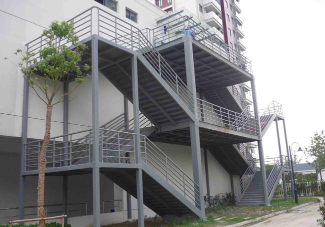 钢结构户外消防楼梯